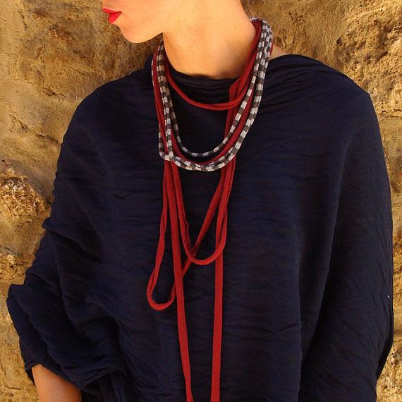Collana riciclata in cotone rosso, Pienza, Val d'Orcia