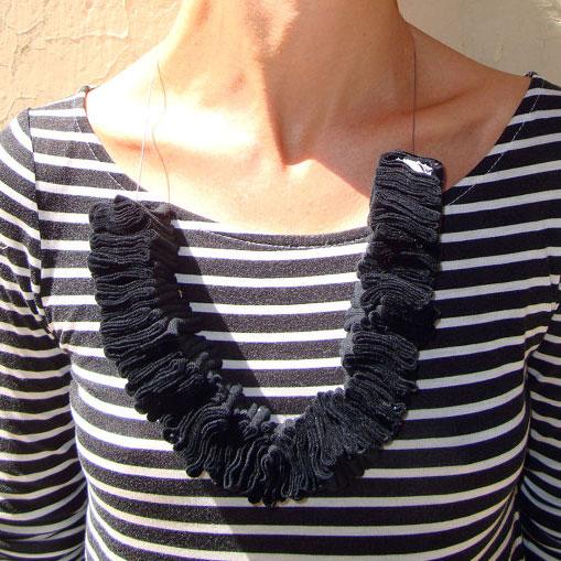 Collana riciclata in cotone nero, Pienza, Val d'Orcia