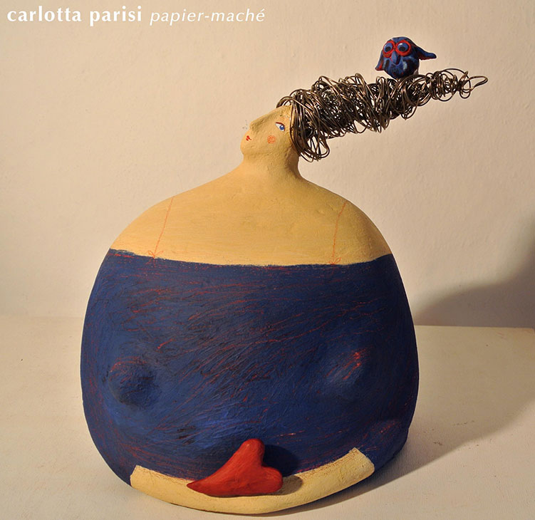 Carlotta Parisi, scultura Donne in papier maché